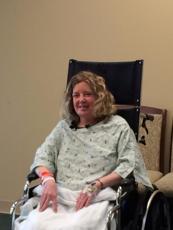 Фото. Женщина лечится в госпитале