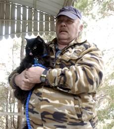 Кошка спасла мужчину и женщину