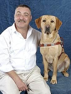 Собака спасла совего слепого хозяина