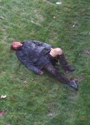 на траве лежит окровавленный мужчина