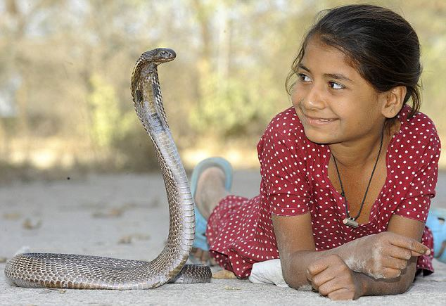 девочка со змеей