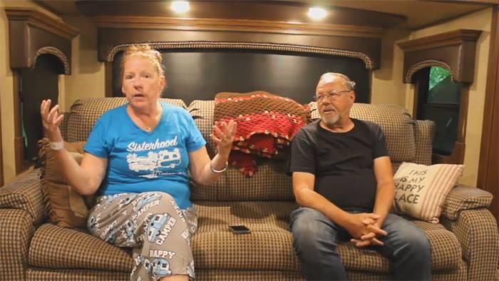 женщина рассказывает как ее укусила выдра