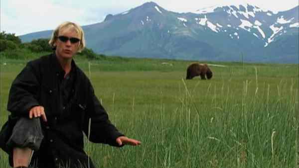 натуралист с медведем