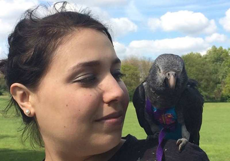Рейчел Марино и попугай Вунси