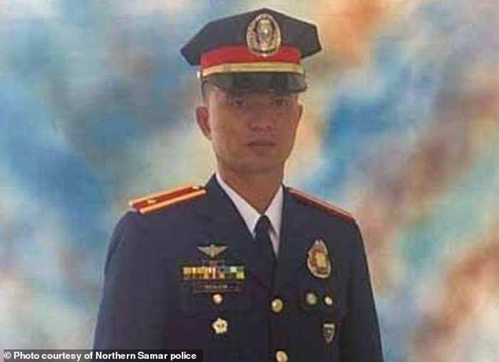 полицейского убил петух