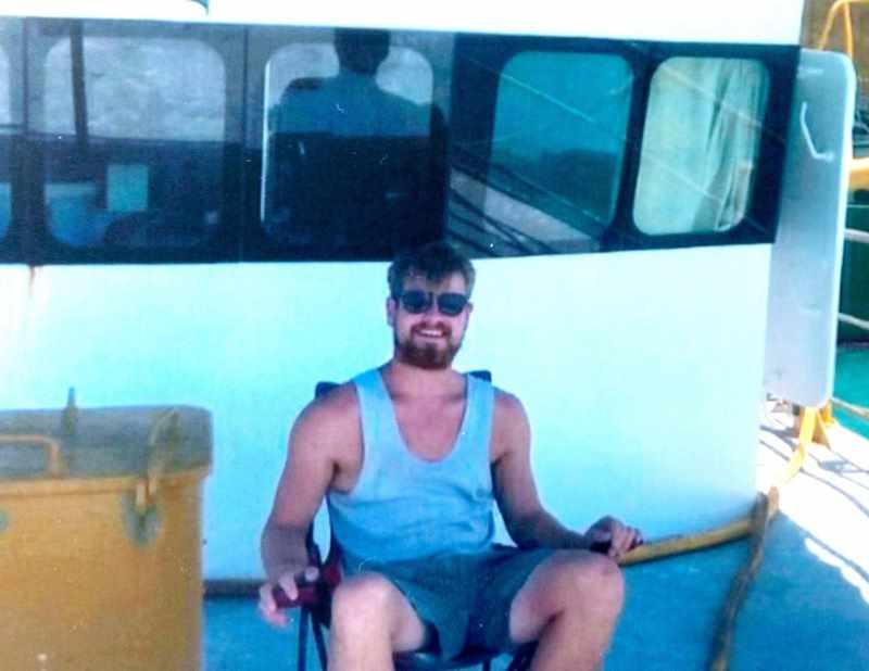 мужчина умер от укуса морской змеи