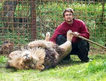 лев со своим хозяином из Чехии